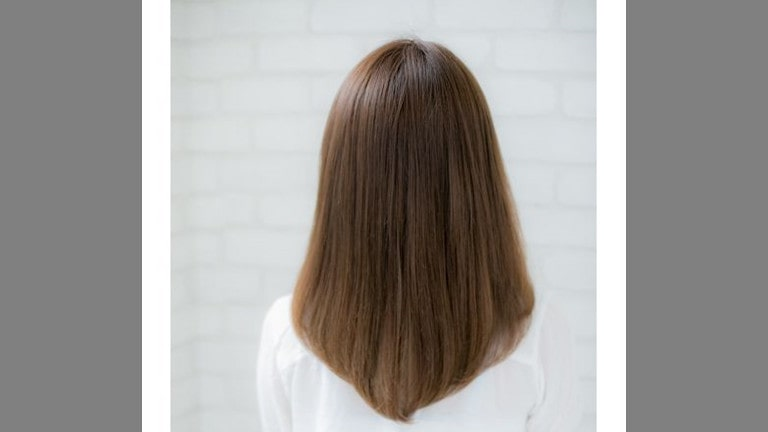 Medium Haircut with V-cut Layers